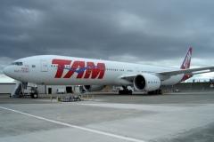 777-300_TAM_SO_640x408